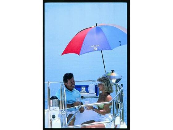 Çok Renkli Tekne Şemsiyesi Görseli